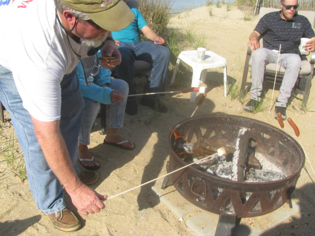 Captain Steven Briggs roasting a marshmallow - Willoughby Wobble 2016 - All rights incl. electr. Culinary Roots and Recipes 2016